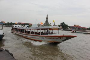 Паром на реке Чао Прайя в Бангкоке