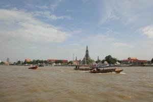 Ват Арун на реке Чао Прайя в Бангкоке