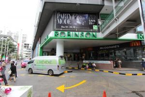 Торговый центр Robinson рядом со станцией метро Asok