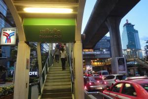 Станция метро Phloen Chit в Бангкоке