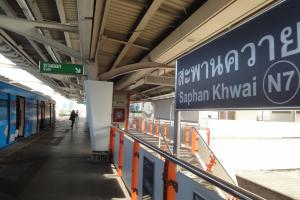 Станция наземного метро Saphan Khwai в Бангкоке