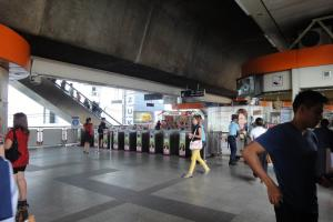 Станция метро Victory Monument