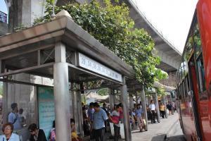 Автобусная остановка рядом с Victory Monument в Бангкоке