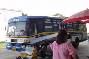 Синий городской автобус в Бангкоке