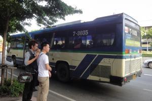 Городской автобус с вентилятором в Бангкоке