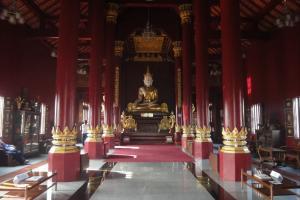 Храм Wat Monthien