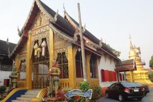 Храм Wat Sai Moon Muang
