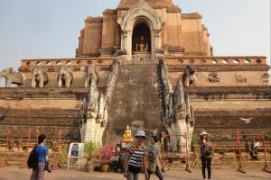 Храм Chedu Luang в Чанг Май