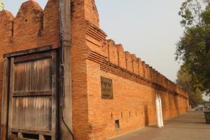 Остатки стен древнего Чианг Май