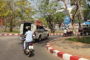 Белый сонгтео в Чианг Май