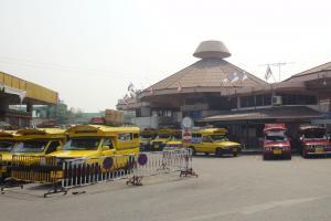 Стоянка сонгтео на автовокзале в Чианг Май