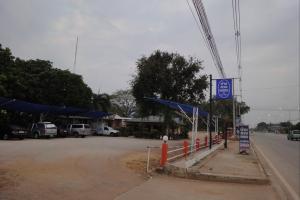 Указатель и надпись по тайски 350 бат за проживание