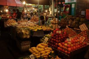 фрукты на рынке Таиланда