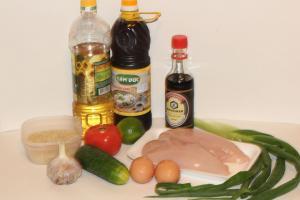 Продукты для жареного риса с курицей по тайски