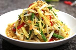 Салат из зеленого манго - Сом Там Мамуанг