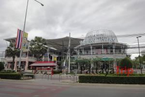 Market Village - крупный магазин в Хуахине