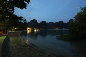 Вечер на East Railay