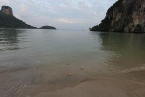 Вода на East Railay Beach