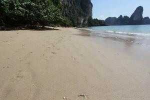 Песок на пляже Тонсай