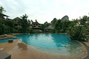 Бассейн в отеле Railay Princess Resort