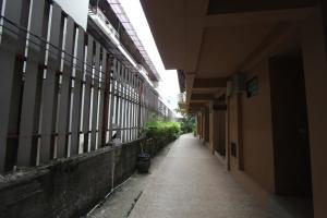 Проход рядом с отелем Railay Princess Resort
