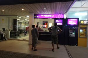 Пункт обмена валюты и банкоматы