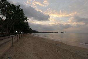 Пляж Kaw Kwang вблизи отеля