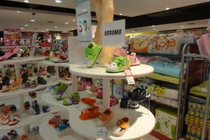 Детская обувь в магазине