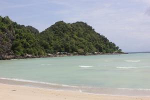 Отличная погода в Тайланде на пляже острова Пхи Пхи