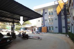 Фото 2. Стрелкой показано место, которое ведёт к границе