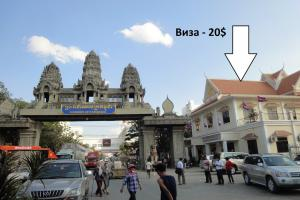 Фото 9 - справа от арки 2-этажное здание