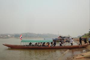 Лодка из Лаоса в Тайланд