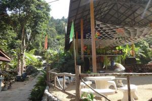 Место проведения вечеринки у водопада Sramanora на Пагане