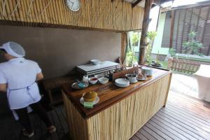 Завтраки и ресторан в отеле Cocohut Village Beach Resort на Пангане