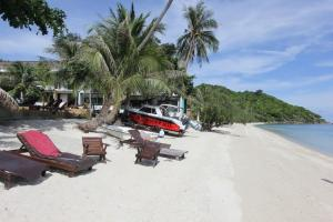 Пляж отеля Cocohut Village Beach Resort