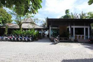 Территория отеля Cocohut Village Beach Resort