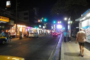 Пляжная улица вечером