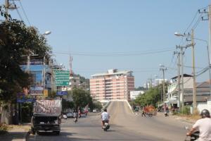 Начало третье улицы рядом с холмом Протомнак в Паттайе