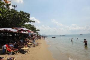Пляж в районе Джомтьен