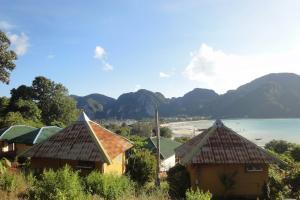 Вид от одного из отелей, рядом с пляжем Loh Dalum