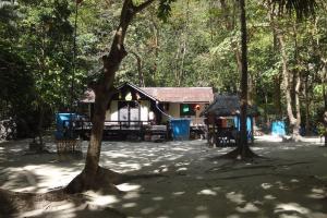 Домики рядом с бухтой Майя на Пхи-Пхи-Лей