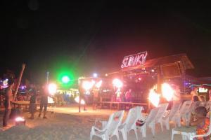 Огненное шоу в Slinky на Пхи-Пхи