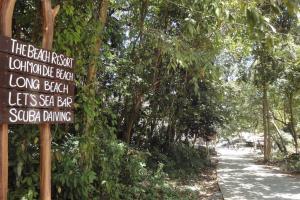 Указатель на дорогу к пляжу Loo Moo Dee на Пхи-Пхи