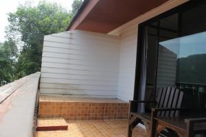 Терраса в Phi Phi Arboreal Resort