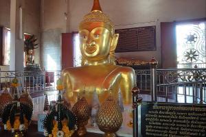 Изображение Будды в храме Wat Phra Thong на Пхукете