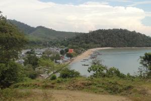 Вид на причал Ратсада вблизи деревни морских цыган на Пхукете