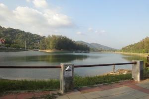 Озеро неподалеку