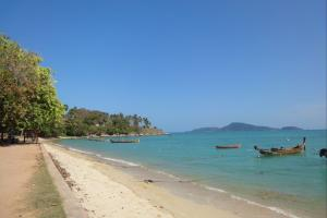 Восточная часть пляжа