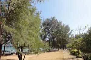 Западная часть пляжа Равай на Пхукете