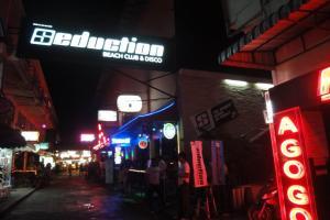 Вход в Ночной клуб Seduction на Патонге